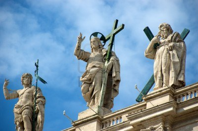 7453661-jesus-statue-at-vatican