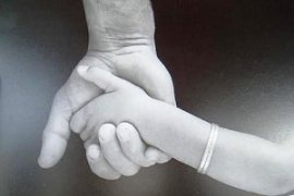 mains-enfant-adulte1