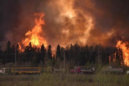 incendie-de-fort-mcmurray-ca-lair-dune-zone-de-guerre_1