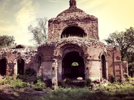 ruined-church-2102232_640