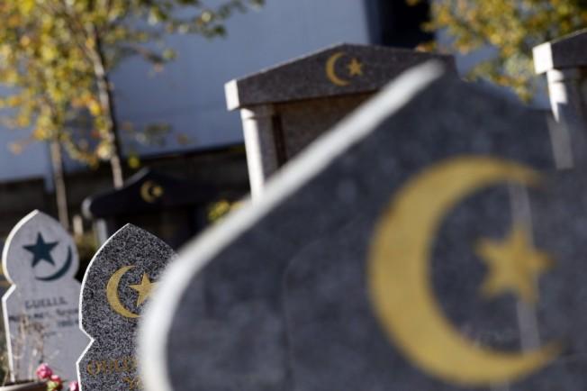1382255-quebec-compte-deux-cimetieres-musulmans